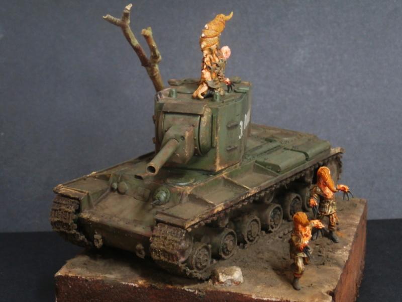 KV-2 Italeri 1/56 + figurine Achtung!Chtulhu 28mm (FINI) P7130020