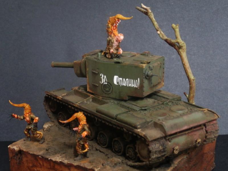 KV-2 Italeri 1/56 + figurine Achtung!Chtulhu 28mm (FINI) P7130021