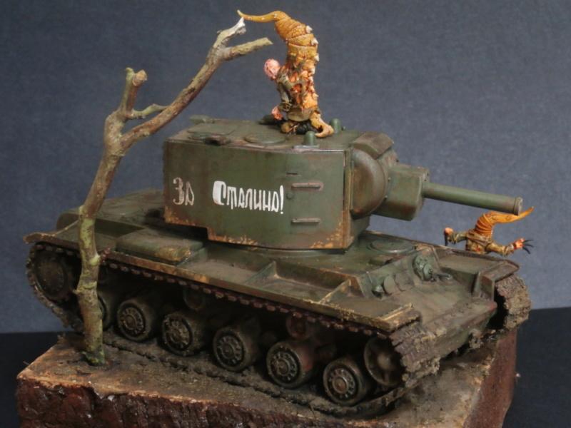 KV-2 Italeri 1/56 + figurine Achtung!Chtulhu 28mm (FINI) P7130024
