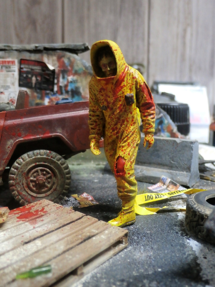Zombie in NBC coverall - figurine Royal Model 1/35 (FINI) P8120020