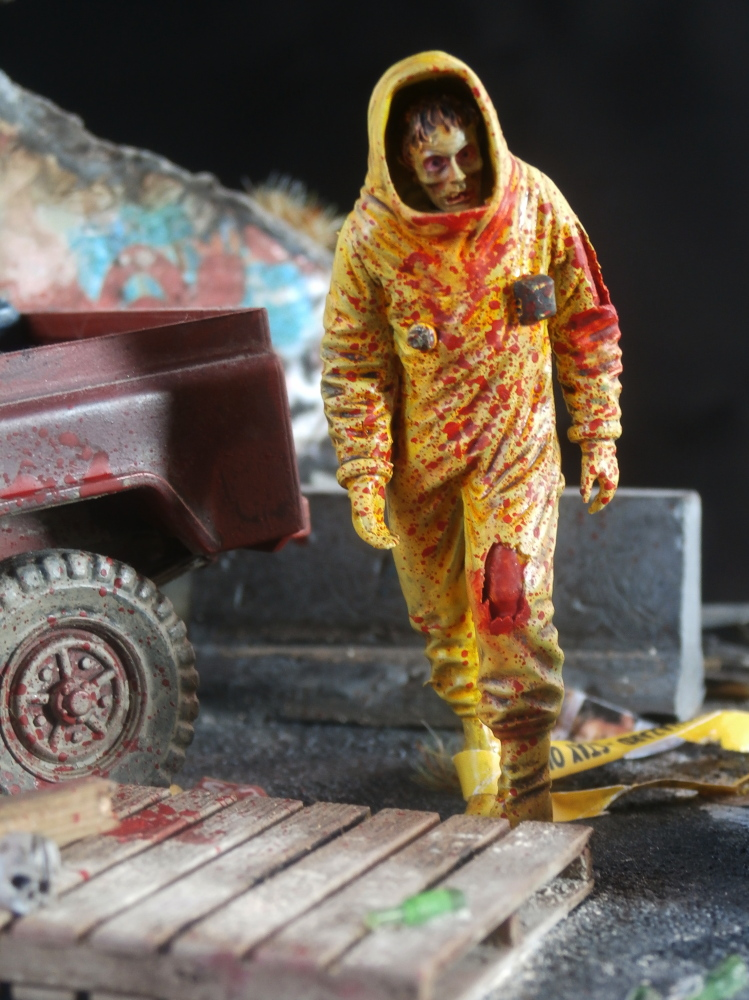 Zombie in NBC coverall - figurine Royal Model 1/35 (FINI) P8130029