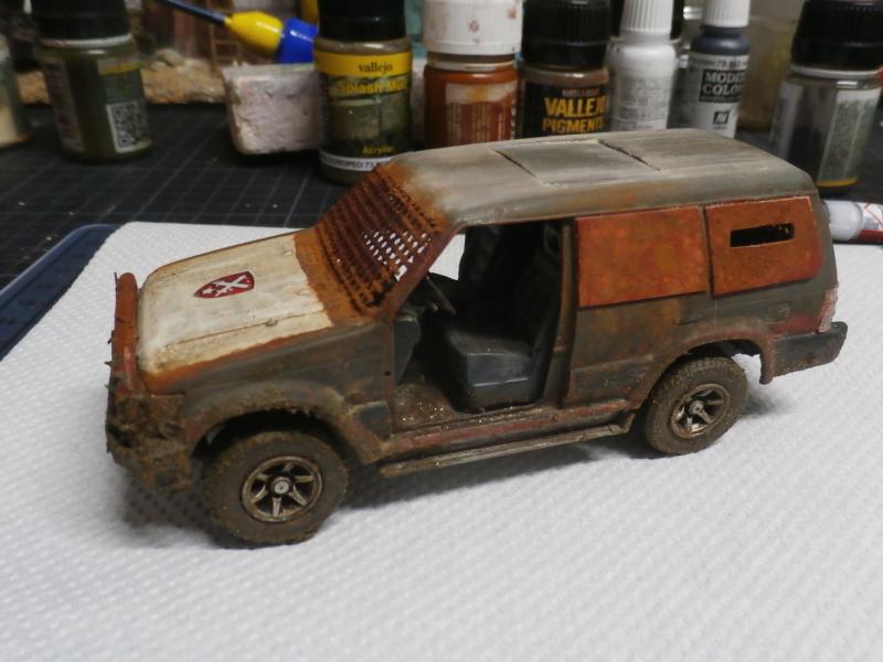 SUV Takom 1/35 (FINI) Pc130010