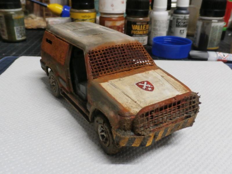 SUV Takom 1/35 (FINI) Pc130011