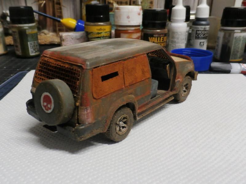 SUV Takom 1/35 (FINI) Pc130012