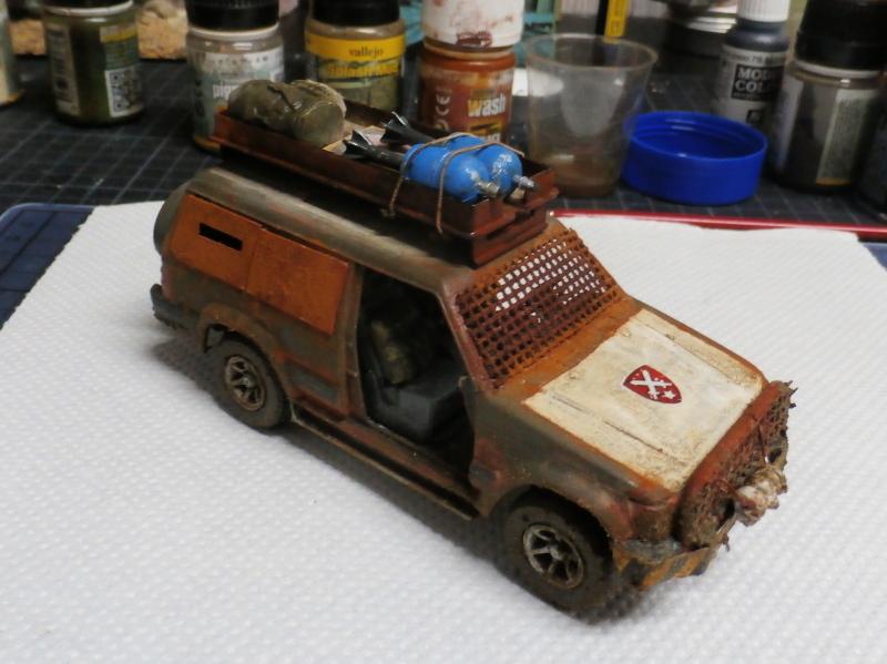 SUV Takom 1/35 (FINI) Pc140010