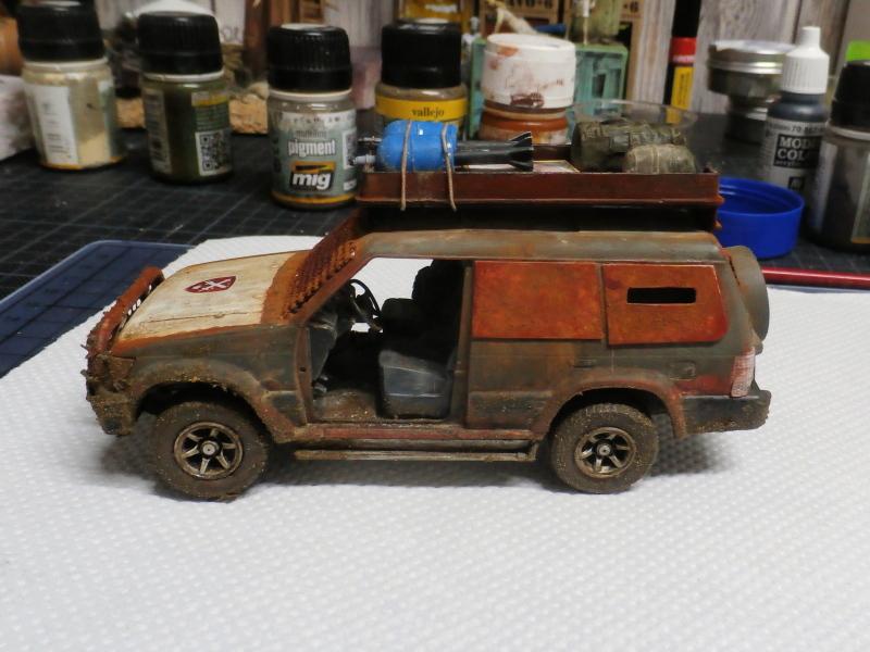 SUV Takom 1/35 (FINI) Pc140012