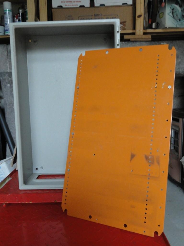 Nouvelle installation 380 et 220 dans mon petit atelier. Armoir10