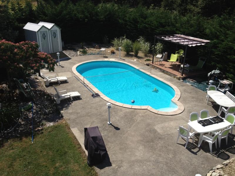 enfin la piscine prend forme Img_0313
