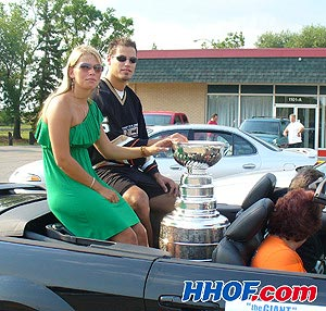 The Duck's Dispatch News: CHAMPION COUPE STANLEY Getzla10