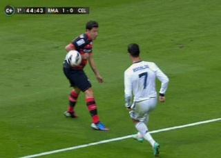 الحكم لم يحتسب ركلة جزاء لريال مدريد بالشوط الأول  20121014