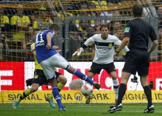 دورتموند يسقط أمام شالكة قبل مواجهة ريال مدريد   20121015