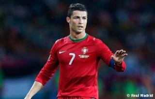 كريستيانو وصل إلى 100 مباراة دولية مع البرتغال  Cristi12