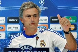 """مورينهو :"""" ستكون جريمة اذا لن يفوز كريستيانو بالكرة الذهبية """" [ مقابلة ] .   Ouousu10"""