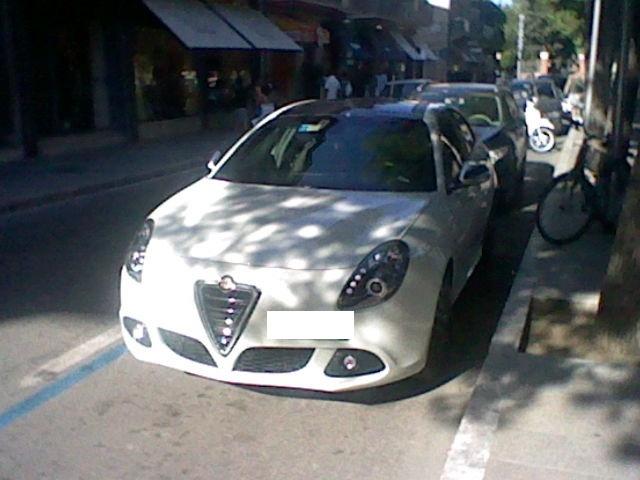 Avvistamenti auto rare non ancora d'epoca - Pagina 40 Alfa_r11