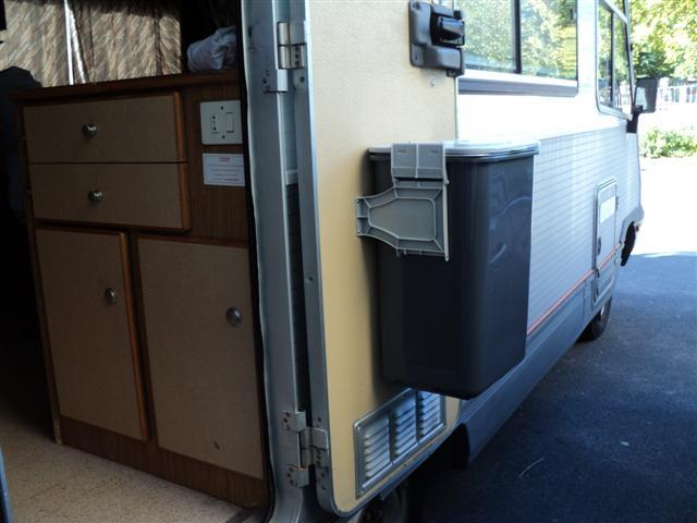 Poubelle de porte pour ne pas être envahi par les déchets Ouvert10