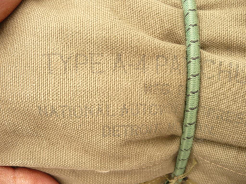 parachute ventral A4 11/44 P1040534