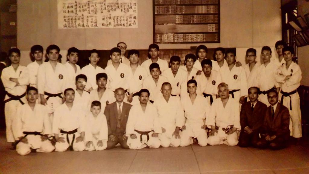 1963 Meiji Gakuin judo dojo John Glenn, Kazuo Ito, Sato Shizuya,  Otsuka Hironori  1963_m10