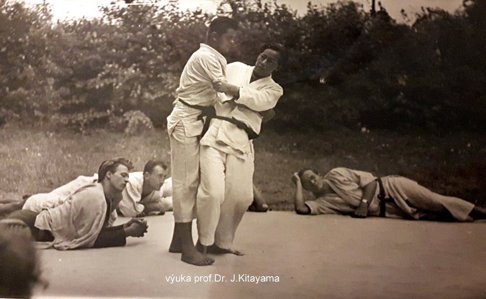 The early days of Judo in Czechoslovak Republic (and the contribution of the London Budokwai) - Page 2 Vyuka_10