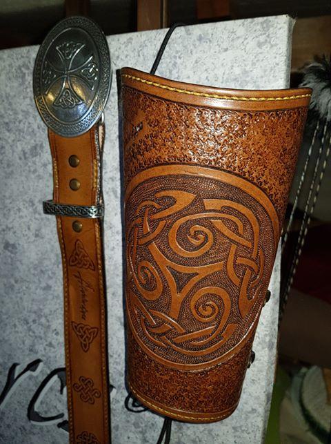 Un brassard motif Celtique et sa ceinture 36461310