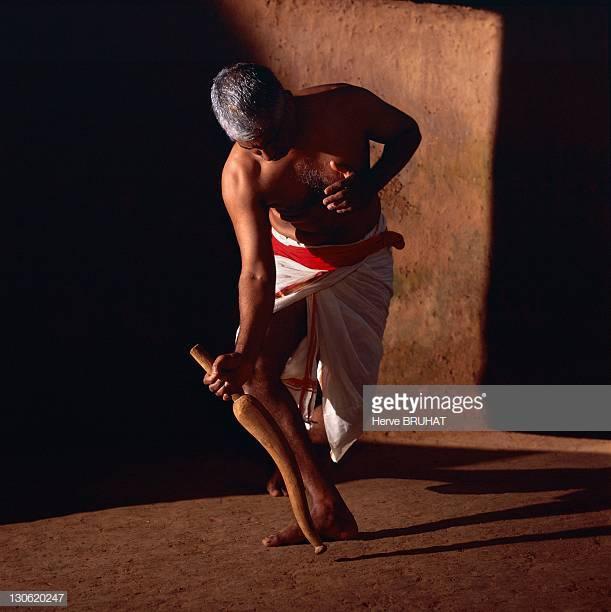 Urumi, le sabre flexible du Kalaripayat Otta_k10