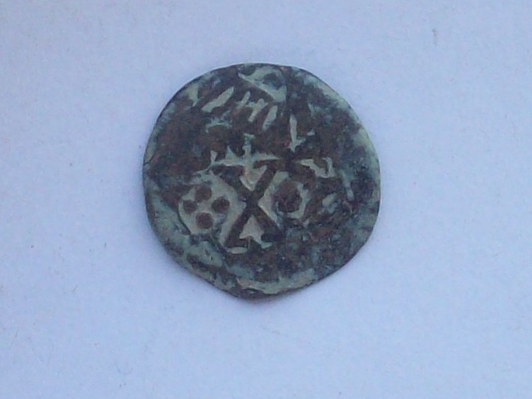 2 maravedís de Segovia hasta 1602, bien de Felipe II o III, con resello a IIII de 1603 y a II del anagrama de 1658/9. 102_4530