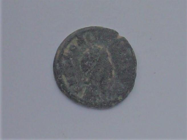 Decargiro de Honorio. GLORIA - ROMANORVM. Honorio estante de frente y mirando a dcha. Constantinopolis. 102_4536