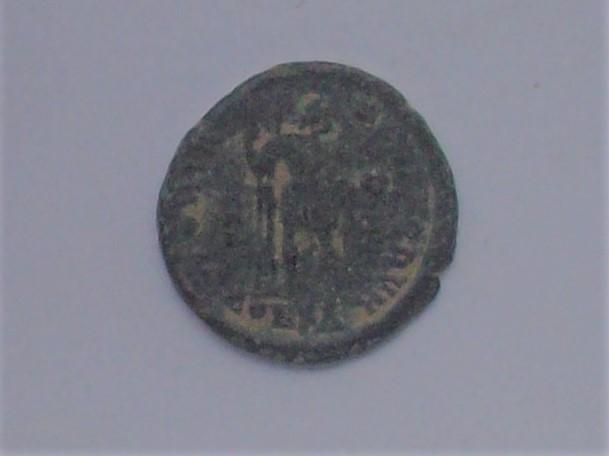 Decargiro de Honorio. GLORIA - ROMANORVM. Honorio estante de frente y mirando a dcha. Constantinopolis. 102_4537