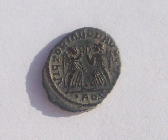 AE4 de Constancio II. VICTORIAE DD AVGG Q NN. Aquilea 102_4715