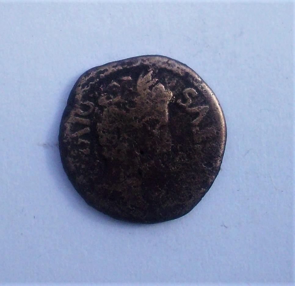 As de Cartagonova, tiempos de Augusto. C VAR RVF SEX IVL POL II VIR Q. Aspergilo, símpulo, segur y apex. 102_4848