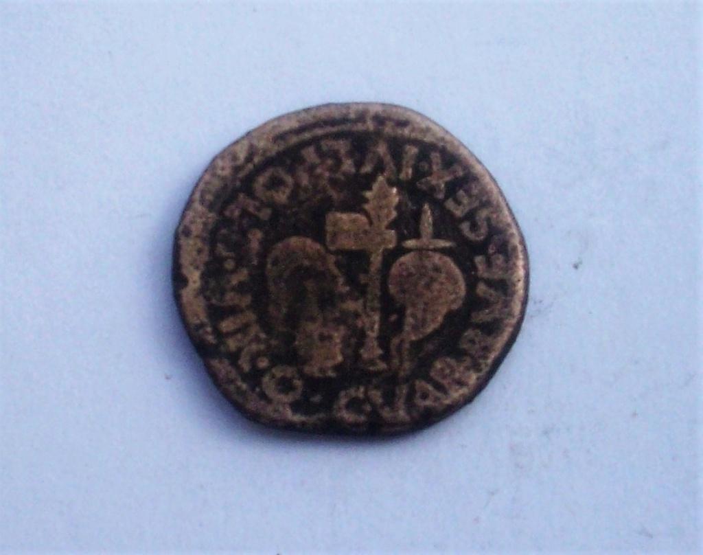 As de Cartagonova, tiempos de Augusto. C VAR RVF SEX IVL POL II VIR Q. Aspergilo, símpulo, segur y apex. 102_4849