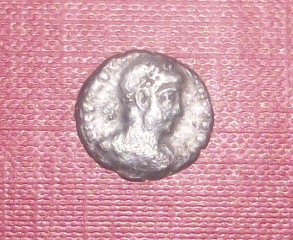 AE4 de Constantino II. VIRTVS AVGVSTI. Roma 102_4939