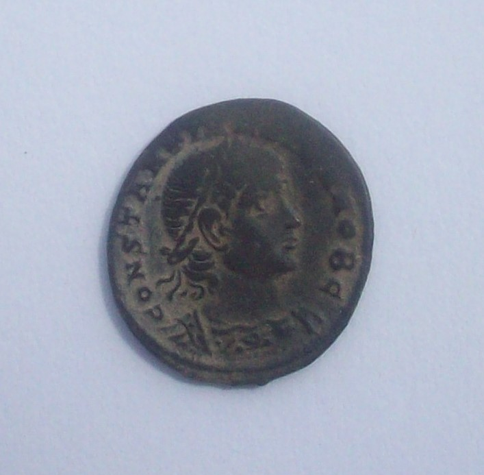 AE3 de Constantino II. GLORIA EXERCITVS. Constantinopla 102_4943