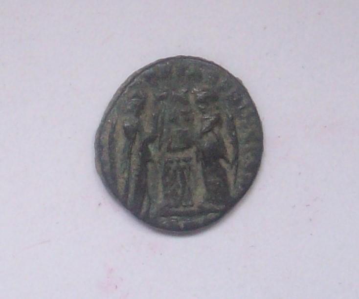 AE3 de Constantino I. VICTORIAE LAETAE  PRIC  PERP. 102_5036
