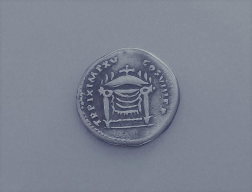 Denario de Tito. TR P IX IMP XV COS VIII P P. Trono de Júpiter. Roma  102_5167