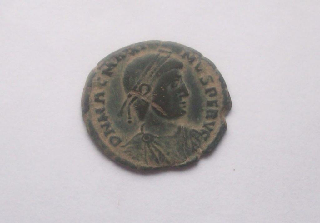 AE2 o Maiorina de Magno Máximo. REPARATIO REIPVB. Lyon 102_5176