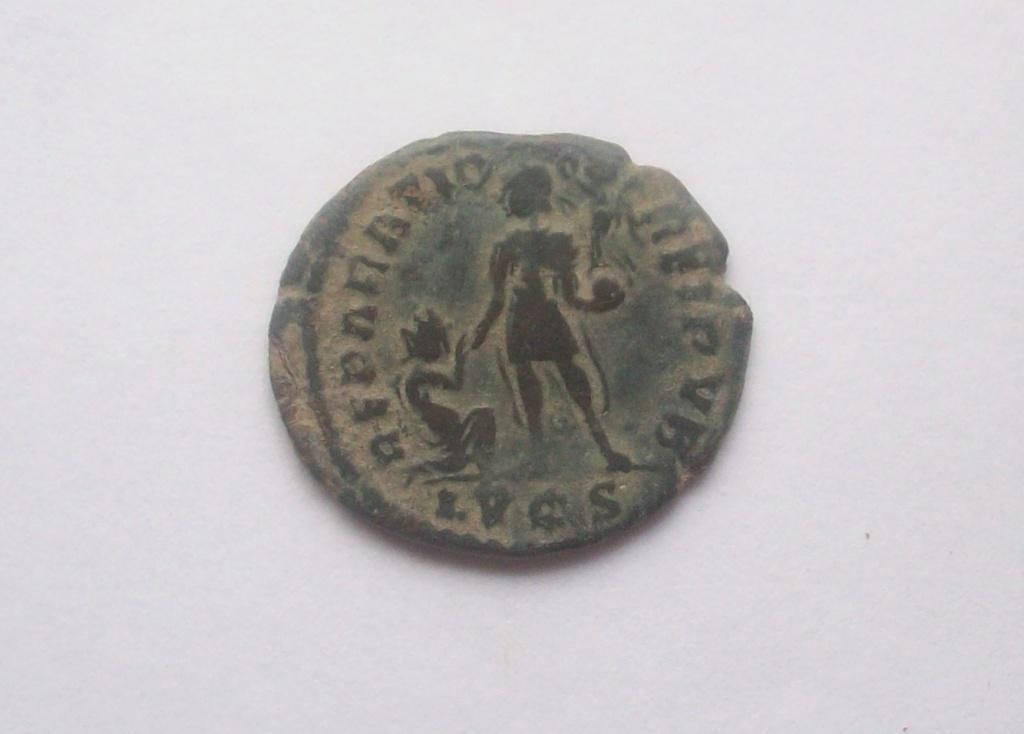 AE2 o Maiorina de Magno Máximo. REPARATIO REIPVB. Lyon 102_5177