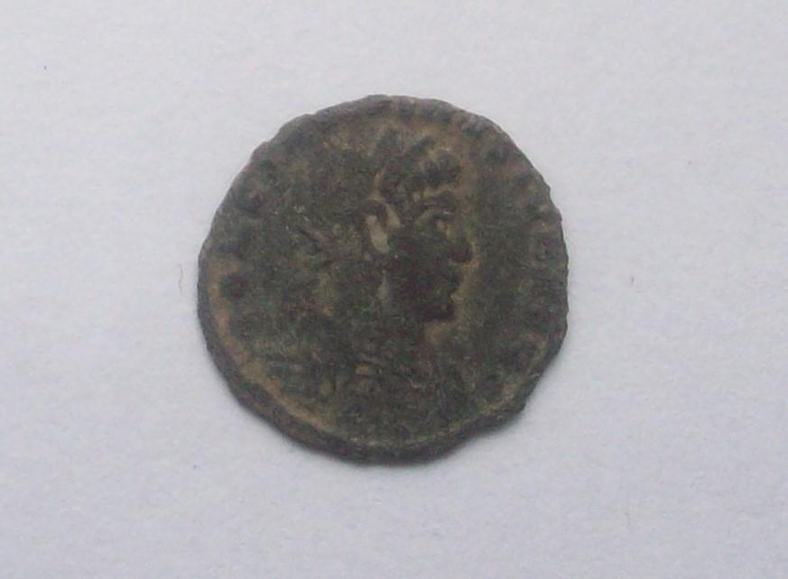 AE4 de Constantino II. GLORIA EXERCITVS. Roma? 102_5184