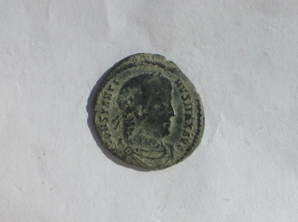 AE3 de Constantino I. GLORIA EXERCITVS. Roma Img_1223