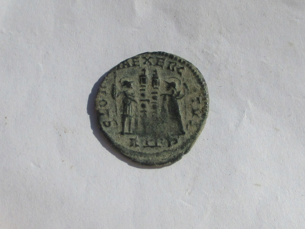AE3 de Constantino I. GLORIA EXERCITVS. Roma Img_1224
