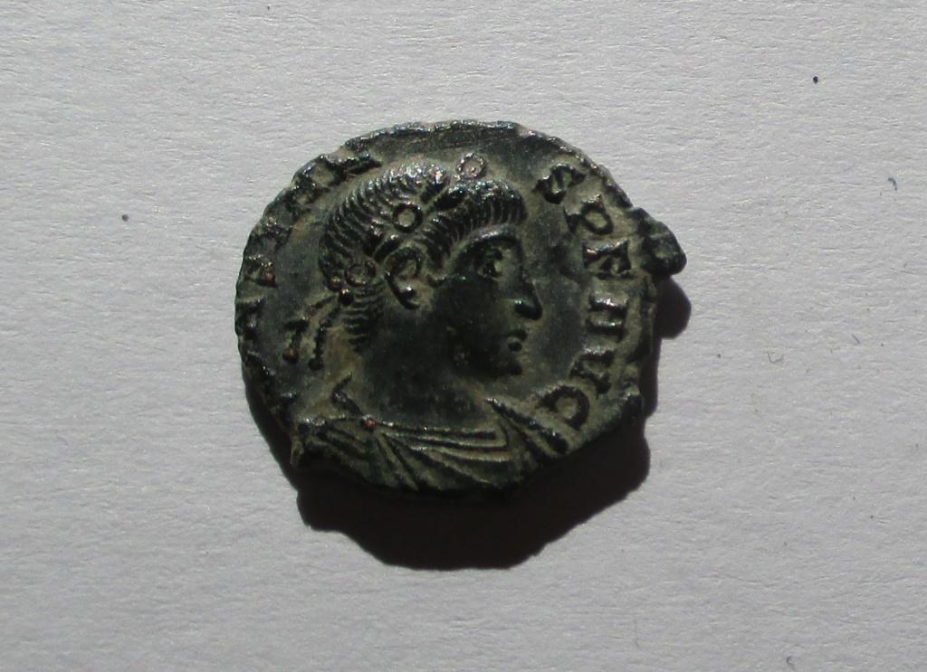 AE4 de Constante I. VICTORIAE DD AVGG Q NN. 2 Victorias enfrentadas. Roma Img_1412