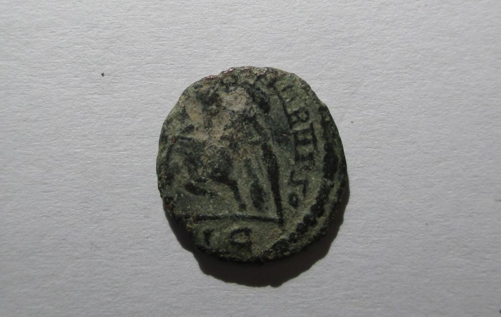 """AE4 Imitativa de Constancio II. FEL TEMP REPARATIO.""""matao"""" imita la ceca de Lyon. Img_1415"""
