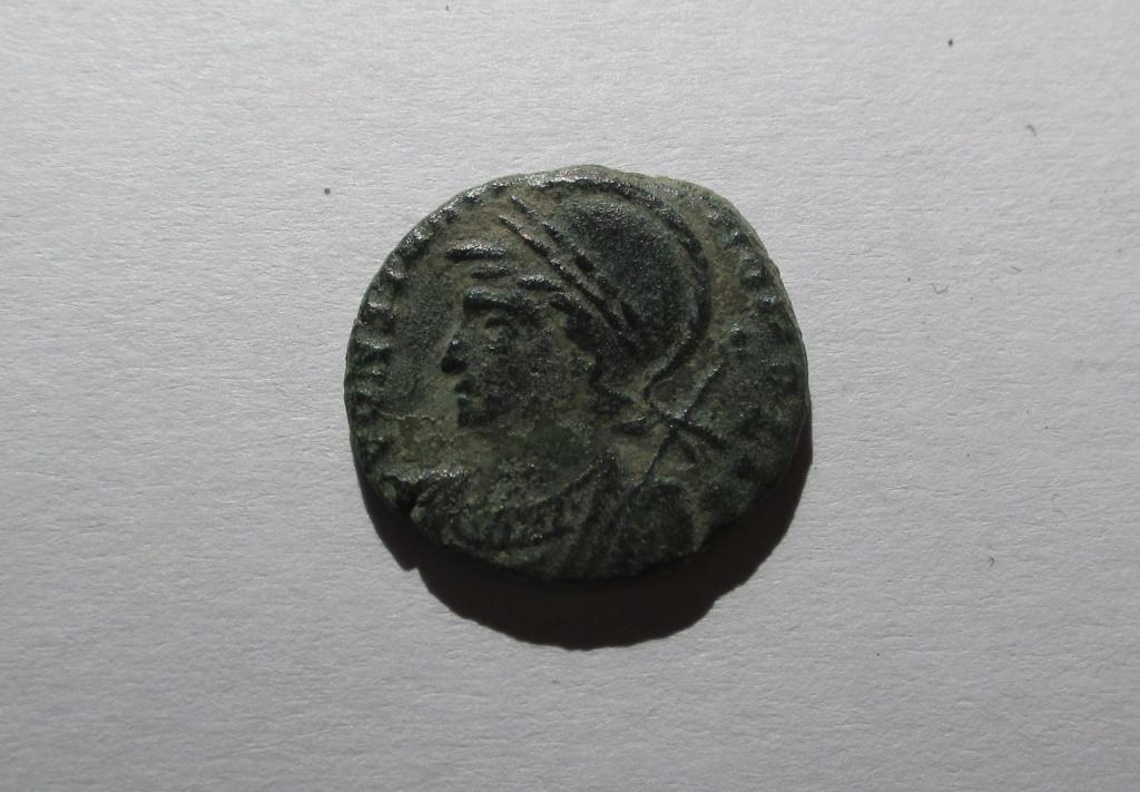 AE3 conmemorativa de la Ciudad de Constantinopla. Roma Img_1420