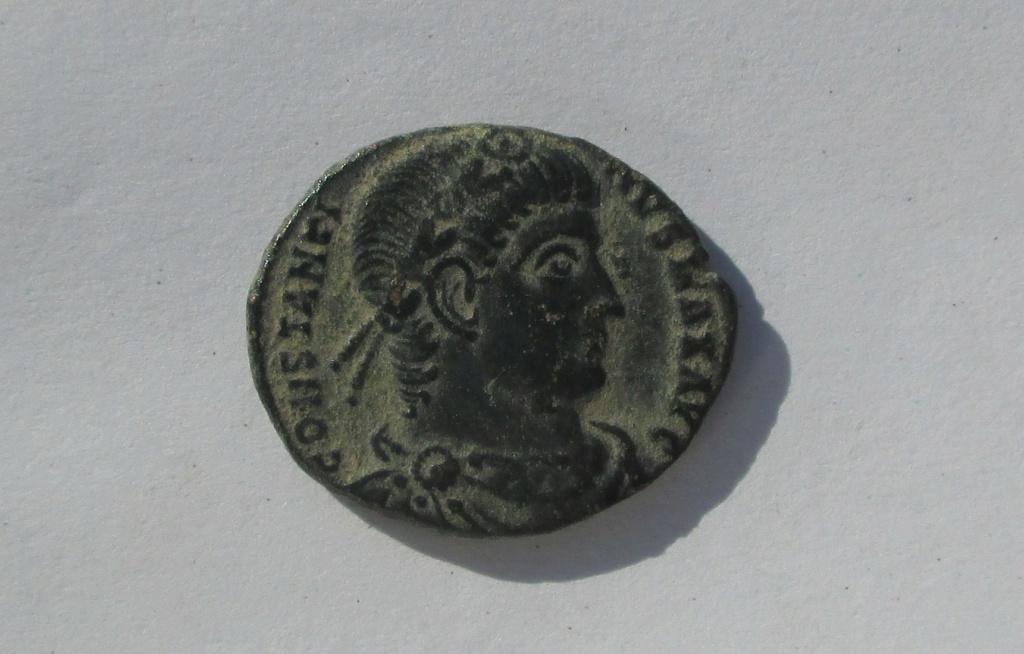 AE3 de Constantino I. GLORIA EXERCITVS. Soldados entre 2 estandartes.  Img_1547