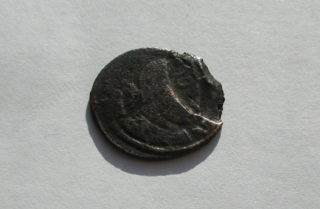 Nummus de Constantino I?. SOLI INVICTO COMITI Img_1620