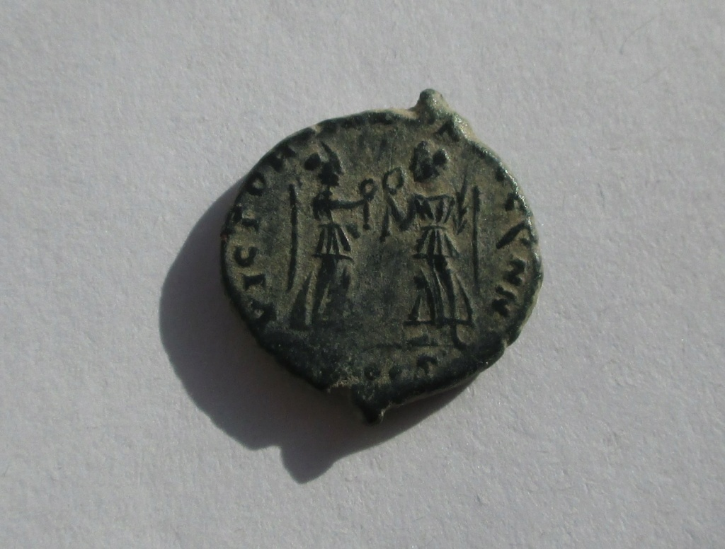AE4 de Constante I. VICTORIAE DD AVGG Q NN. 2 Victorias enfrentadas. Siscia Img_1745
