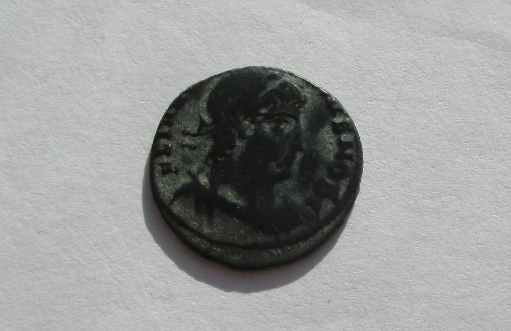 AE4 de Constancio II o Delmacio. GLORIA EXERCITVS. Img_1756