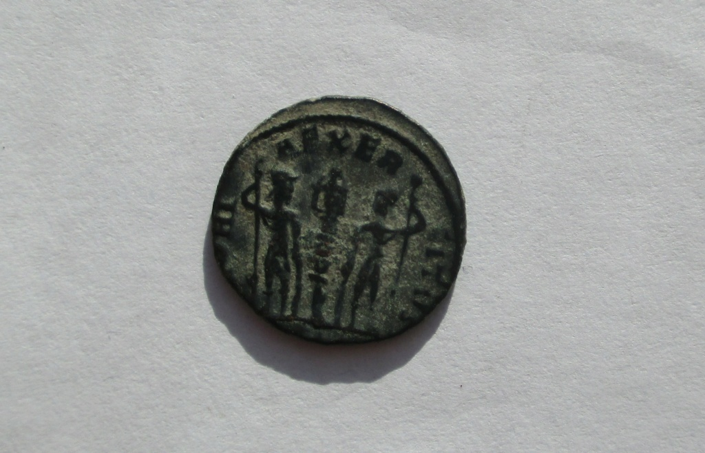 AE4 de Constancio II o Delmacio. GLORIA EXERCITVS. Img_1757