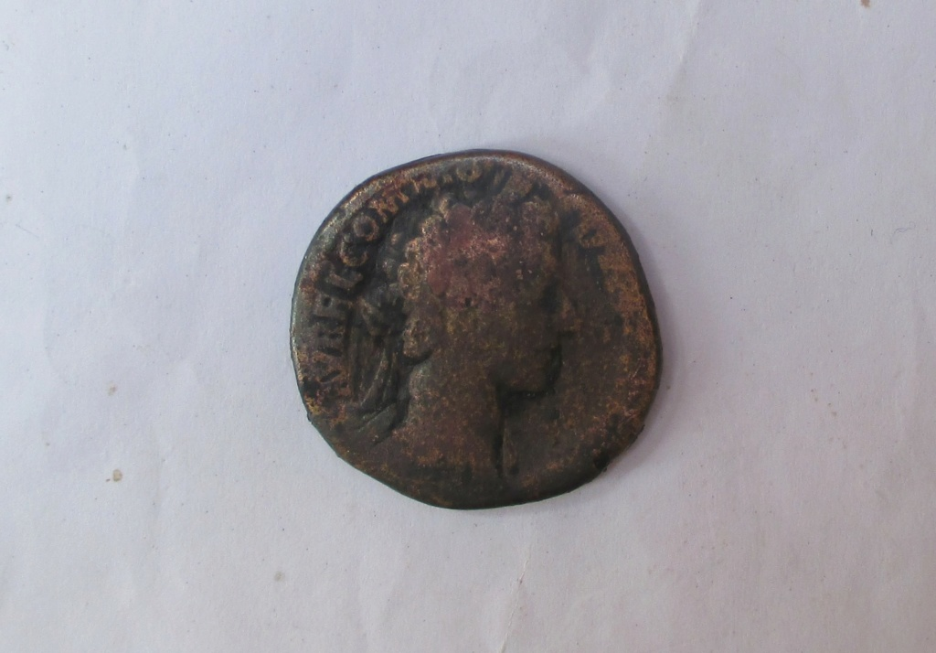 Sestercio de Cómodo. IMP II(I) COS II P P - S C. Minerva estante a izq. Roma. Img_2116