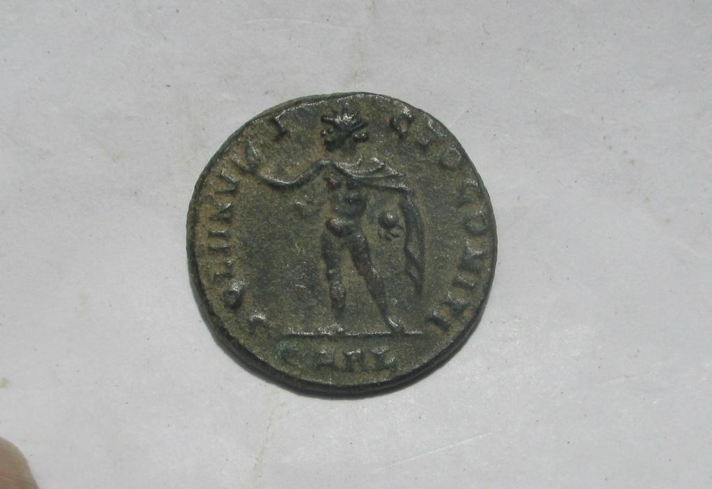 Nummus de Constantino I. SOLI INVICTO COMITI. Arlés Img_2213