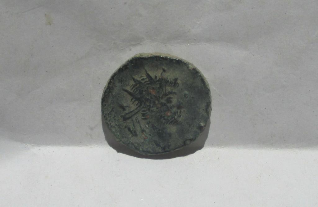 Radiado póstumo de Claudio II. CONSECRATIO. Altar Img_2318